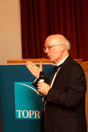 Dr Murray Lumpkin makes a point during the lecture
