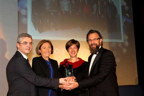 Voisin Consulting Life Sciences collect the Support Award